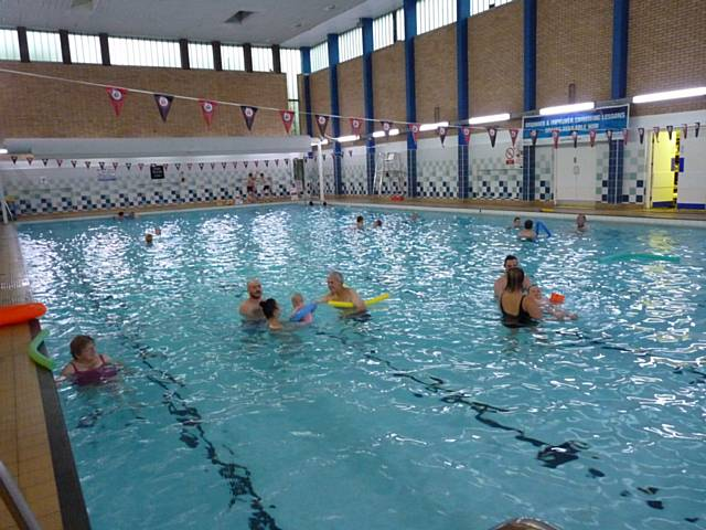 Sharks swimming group forever manchester for Public swimming pools manchester