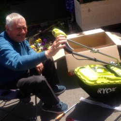 Utilising gardening equipment from the community